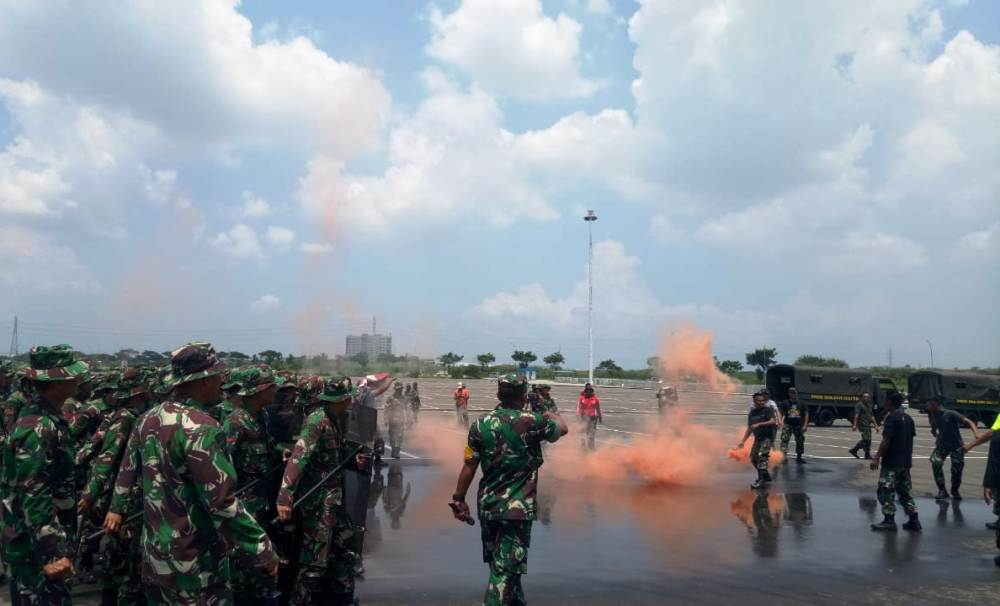 Photo of Perusuh Dipukul Mundur Pasukan Pengamanan Huru-hara TNI-AD