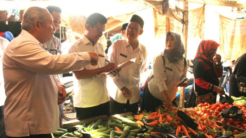Photo of Bupati Safrial Tinjau Pasar Tradisional