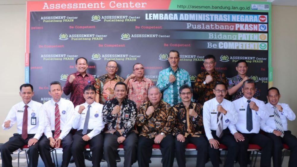 Photo of Bupati Safrial Hadiri Assessment Manajerial Jabatan Sekda Sekda