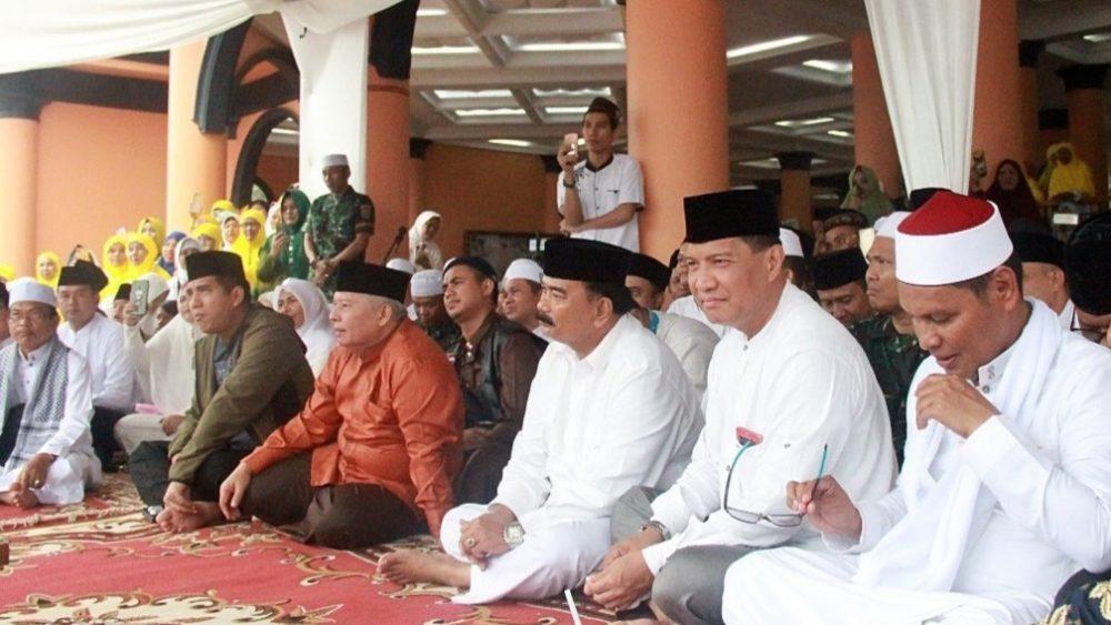 Photo of Bupati Safrial Hadiri Tabligh Akbar UAS Di Merlung