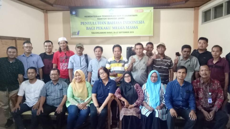 Photo of Ikuti Penyuluhan Bahasa, Puluhan Jurnalis Intens Adu Argumen