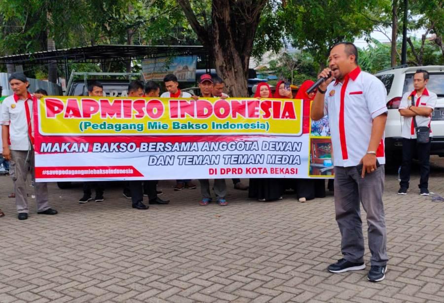 DPRD Kota Bekasi Didemo Pedagang Bakso Papmiso