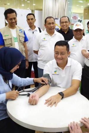 Menteri Sosial Juliari Batubara Ikuti Aksi Donor Darah pada HKSN 2019