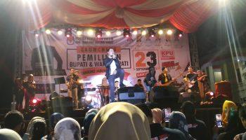 Penampilan Hello Band Saat Launching Pilbup Tanjab Barat