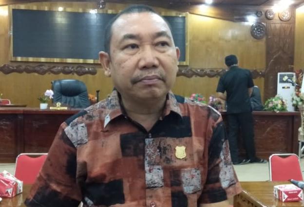Photo of Hamdani Balik Tantang Ucok Mora Soal Absensi Rapat Sidang