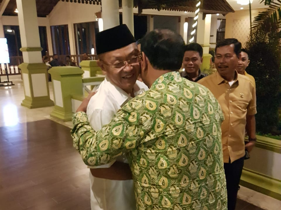 Photo of Akrab Bareng Cek Endra, Amir Sakib Yakin Golkar Bakal Lebih Baik