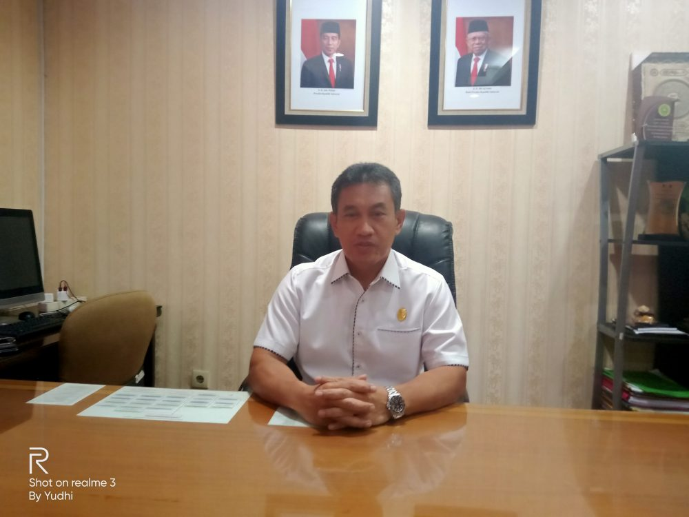 Photo of Camat Sebagai Pemberi SK Kepada Pokmas Petugas PTSL