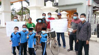 Photo of Sindir Pemerintah, Belasan Jurnalis Gelar Aksi Bagi Masker Gratis