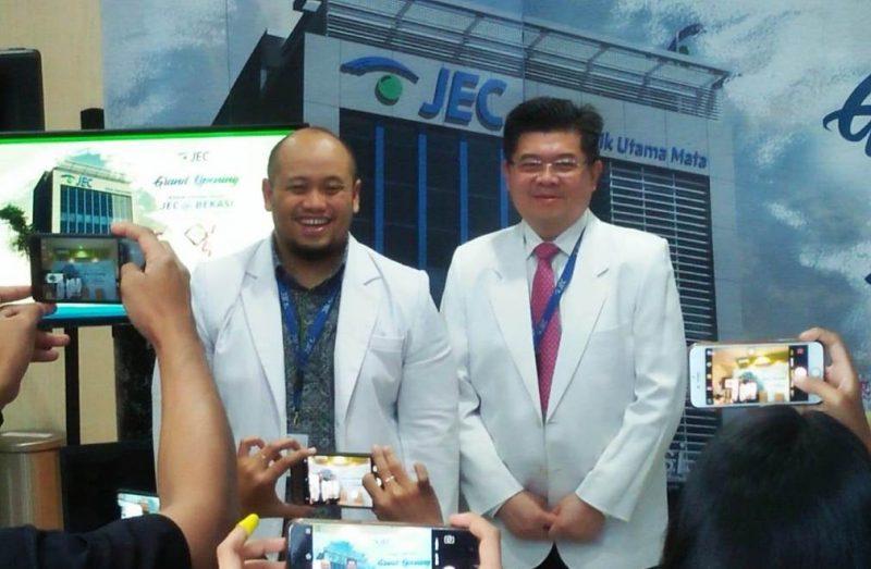 Direktur Utama JEC Medika Indonesia, Dr. Iwan Soebijantoro (kanan) dan Kepala Klinik Utama Mata JEC @Bekasi, Dr. Nashrul lhsan (kiri).