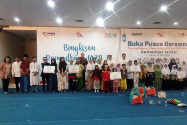 Photo of BNI KCU Bekasi Berbagi Bingkisan Ramadhan kepada Anak Yatim