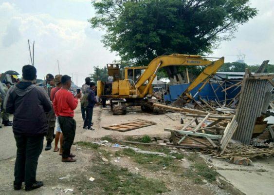 Photo of Bangunan Ilegal Dibongkar Satpol PP di Kalimalang