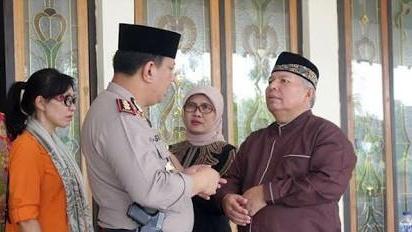 Photo of Pemkab Tanjab Barat Gelar Open House Serentak Di Rumah Dinas