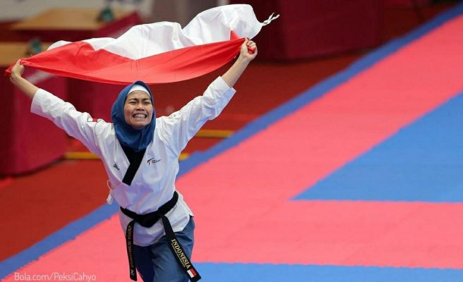 Photo of Defia Rosmaniar Persembahkan Medali Emas Pertama untuk Indonesia