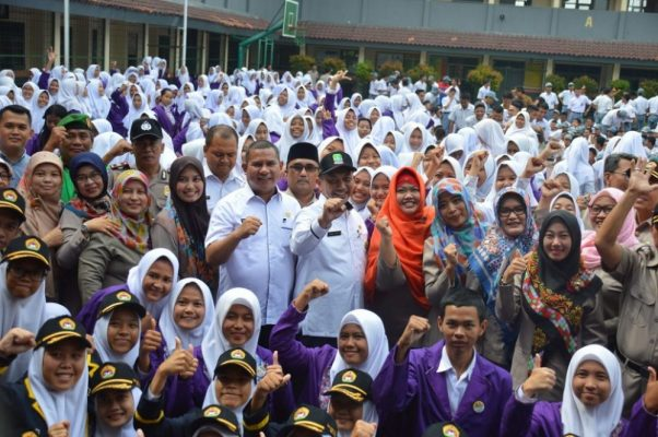 Photo of Ribuan Pelajar Komitmen Deklarasi Anti Narkoba di Bekasi
