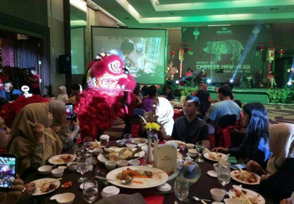 Photo of Gala Dinner Semarakkan Semangat Tahun Baru Imlek 2570 di Hotel Santika Premiere