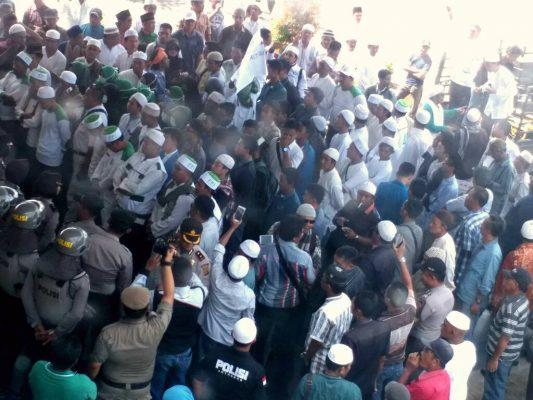 Photo of Tuntut Anggota Dewan Dicopot, Massa Ormas Islam Geruduk DPRD