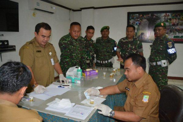 Photo of Pencegahan Peredaran Narkoba, Prajurit Korem 051/Wkt Jalani Tes Urine