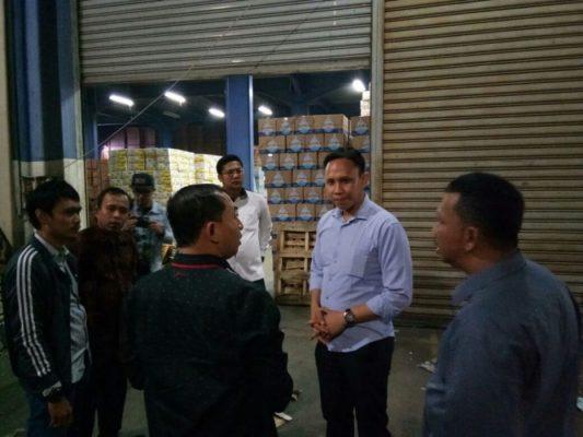 Photo of 3 Hari Ditahan Perusahaan, 5 Buruh Ini Dibebaskan Anggota Dewan