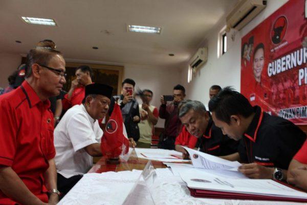 Photo of Lelah Menunggu Politisi Muda, Sutrisno Maju di Pencalonan Pilgub Jabar 2018