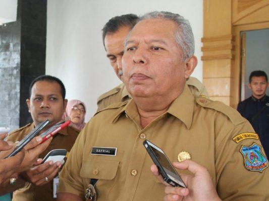 Photo of Bupati Tanjabbar, Safrial Disebut dalam Kasus Pungli, Begini Sikapnya