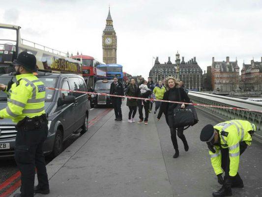 Photo of Tiga Orang Ditangkap Terkait Teror di London