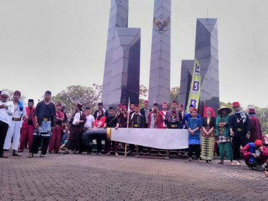 Photo of Rayakan Hari Kebangkitan Nasional, Komunitas Bekasi Raya Berdoa di Taman Makam Pahlawan