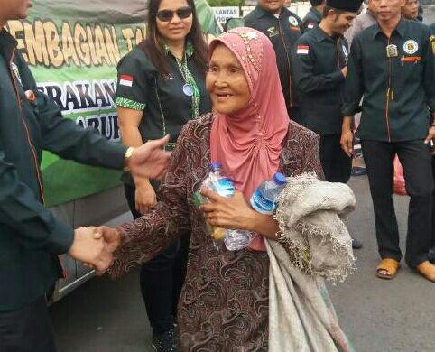 Photo of Gerakan Pemuda Kabah Kabupaten Bogor Bagikan 250 Takjil Ramadan
