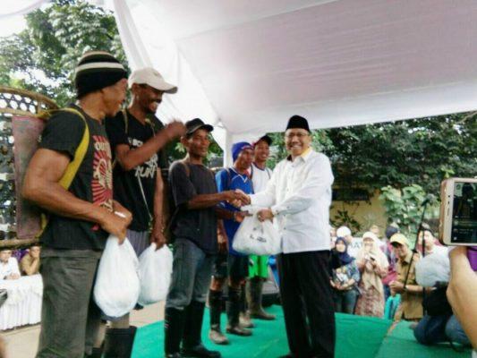 Photo of Anggota DPR RI Fraksi PKS Janji Rutin Kunjungi Pemulung Sumurbatu Kota Bekasi