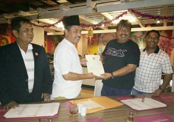 Photo of Daftarkan Diri di Penjaringan Pilkada Kota Bekasi, Daris Kawan atau Lawan Pepen?