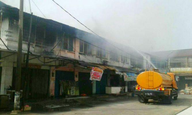 Photo of Diduga Akibat Korsleting Listrik, 5 Ruko di Bekasi Hangus Terbakar