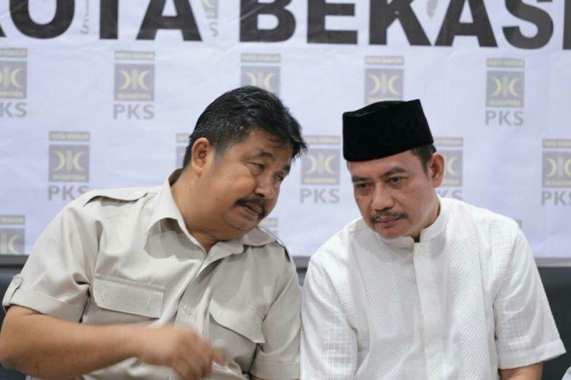 Ketua DPC Gerindra Kota Bekasi Ibnu Hajar Tanjung (kiri) dan Ketua DPC Partai Demokrat Kota Bekasi Sodikin (kanan).