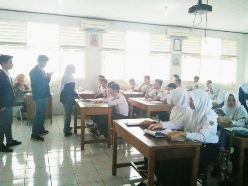 Kegiatan pengenalan lingkungan sekolah (PLS) di salah satu kelas X SMA KOPRI Bekasi. Foto: Adien/Suarapena.com