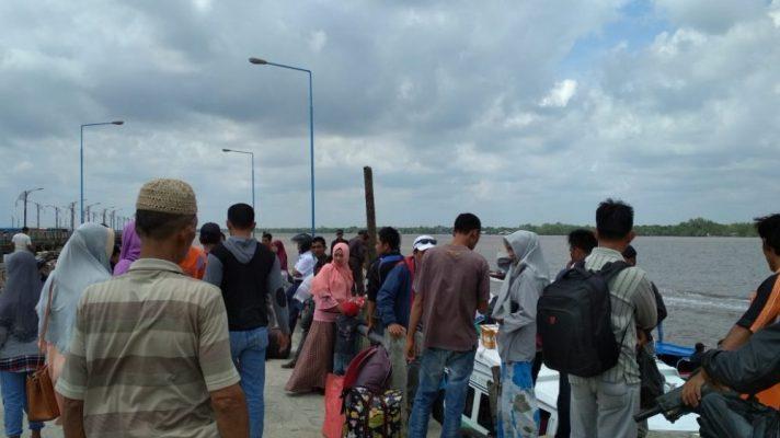 Photo of Ratusan Penumpang Kapal Kurnia Jurusan Batam Terlantar