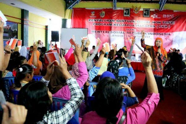 Photo of Mensos Pastikan Pencairan Dana PKH Tuntas Akhir Agustus