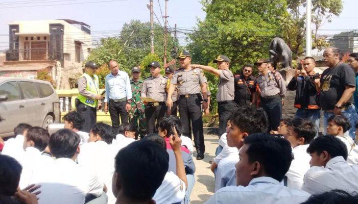 Photo of Sebanyak 98 Pelajar SMK Digiring ke Mapolsek Gunungputri