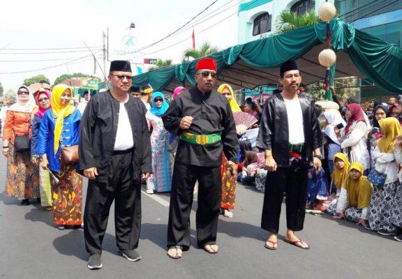 Photo of Disambut Antusias, Kota Bekasi Hadiri Pawai Karnaval di Tasikmalaya
