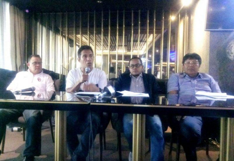 Forum Klub Sepakbola Profesional Indonesia (FKSPI), Bento sedang memegang mic memberikan keterangan kepada awak media di Bloeming FX Senayan, Jakarta, Rabu (4/10/2017). Foto: Adien / Suarapena.com