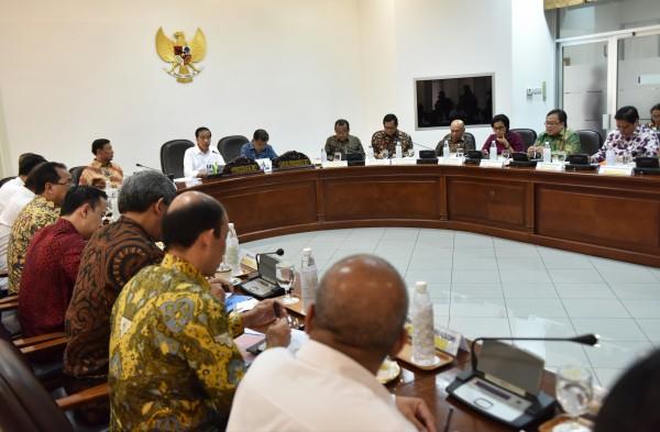 Photo of Jokowi Akui Banyak BUMN Belum Lihat Tingkat Komponen Dalam Negeri