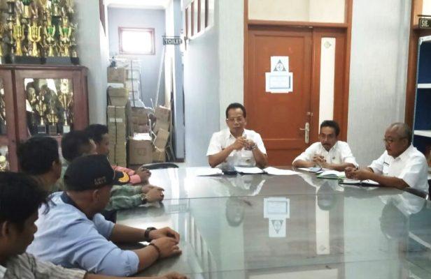 Photo of Sikapi Surat Edaran Sekda, 11 Perwakilan Warga Datangi Camat