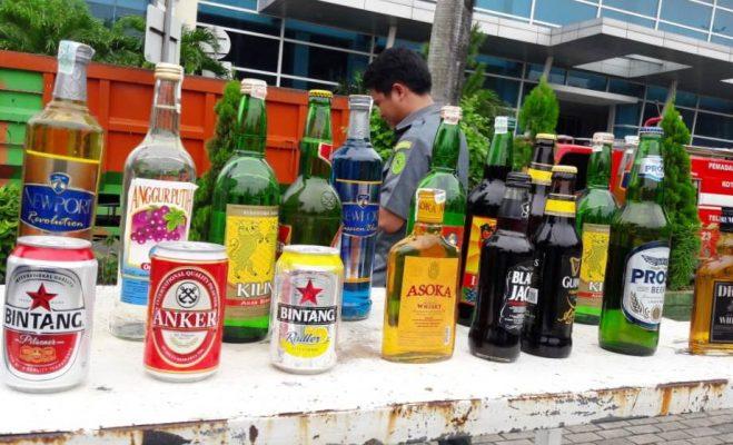 Photo of Tim Gabungan Pemerintah Kota Bekasi Musnahkan Ribuan Botol Miras