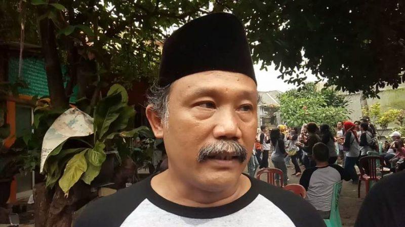 Tokoh Masyarakat Kampung Sawah, Matheus Nalih Ungin berbicara tentang persaudaraan di tengah perbedaan suku, agama, dan golongan di Kampung Sawah, Pondok Melati, Kota Bekasi, Jawa Barat.