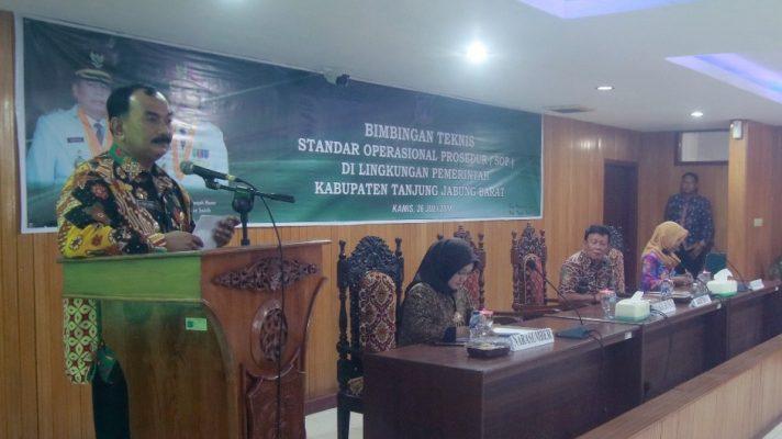Photo of Amir Sakib Resmikan Pembukaan Bintek SOP Lingkup Pemkab Tanjab Barat