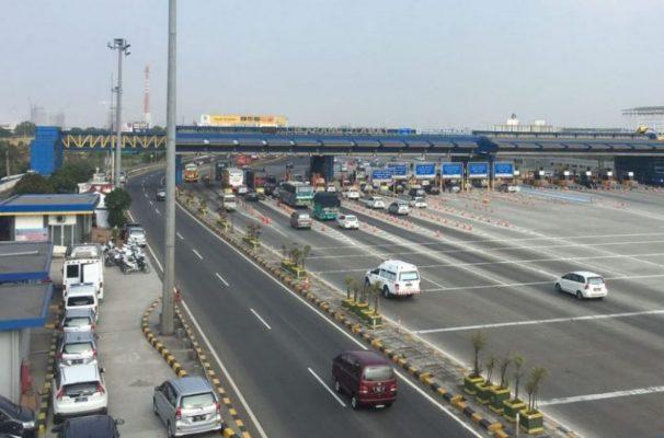 Photo of Puncak Libur Idul Adha, 102 Ribu Kendaraan Melintasi Gerbang Tol Cikarang Utama