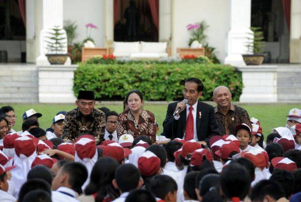 Photo of Kaya Cerita Dongeng Nusantara, Jokowi Minta Mendikbud Sebarkan ke Anak-Anak